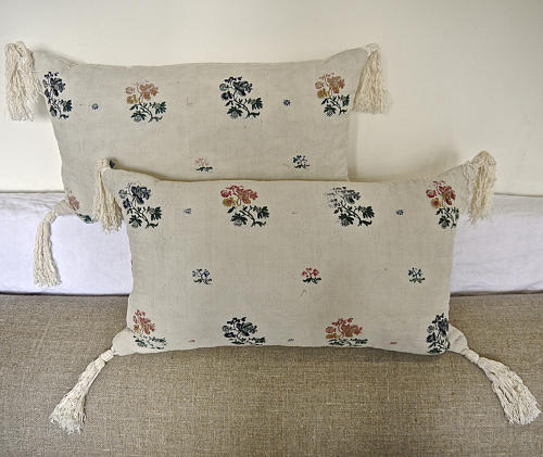 Pair of 18th century Frenchwool woven on  linen cushions