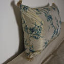 Mid-20th century blue floral on bronze silk cushion - picture 4